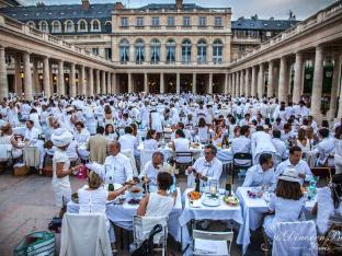 DeB 2015 Palais Royale Image Source: Dîner en Blanc, Paris
